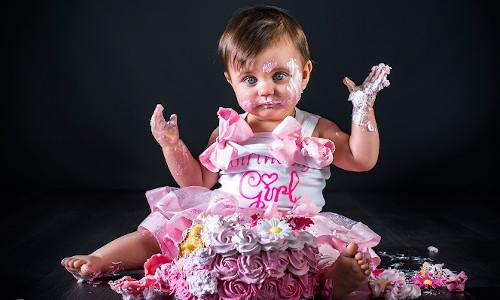 Cake-Smash Amy